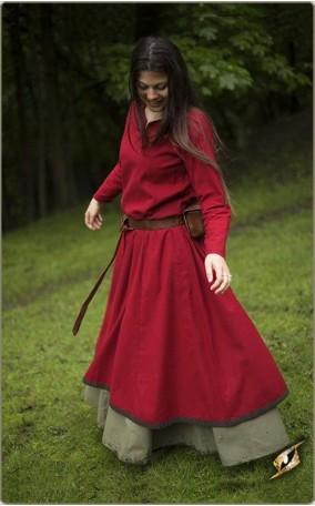 Schlichtes Kleid mit Besatz und Ziernaht