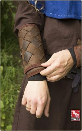 Armschiene aus Lederbändern