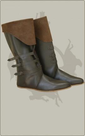 Dunkle Spätmittelalter-Stiefel